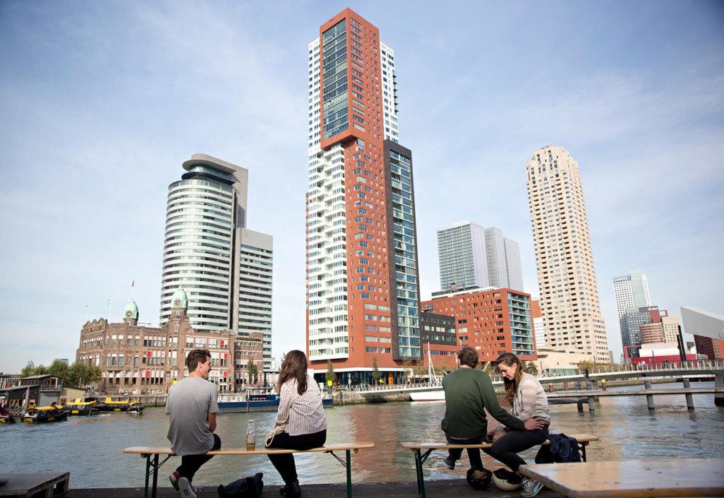 Kop van Zuid in Rotterdam vanaf Fenix Food Factory