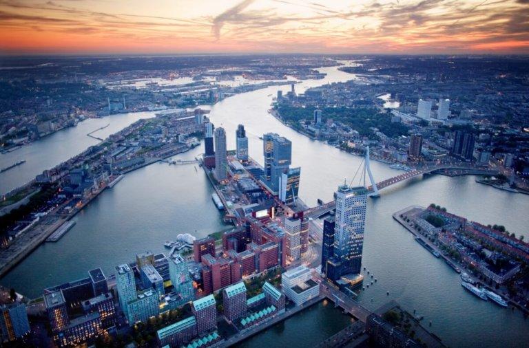 Kop-van-Zuid-Rotterdam-van-bovenaf-gezien