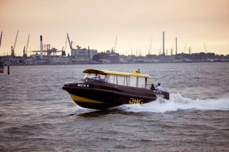 rotterdam-watertaxi-industrie-haven