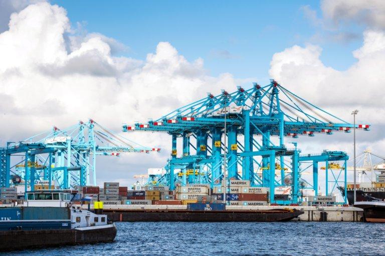 rotterdam haven schip terminal maasvlakte
