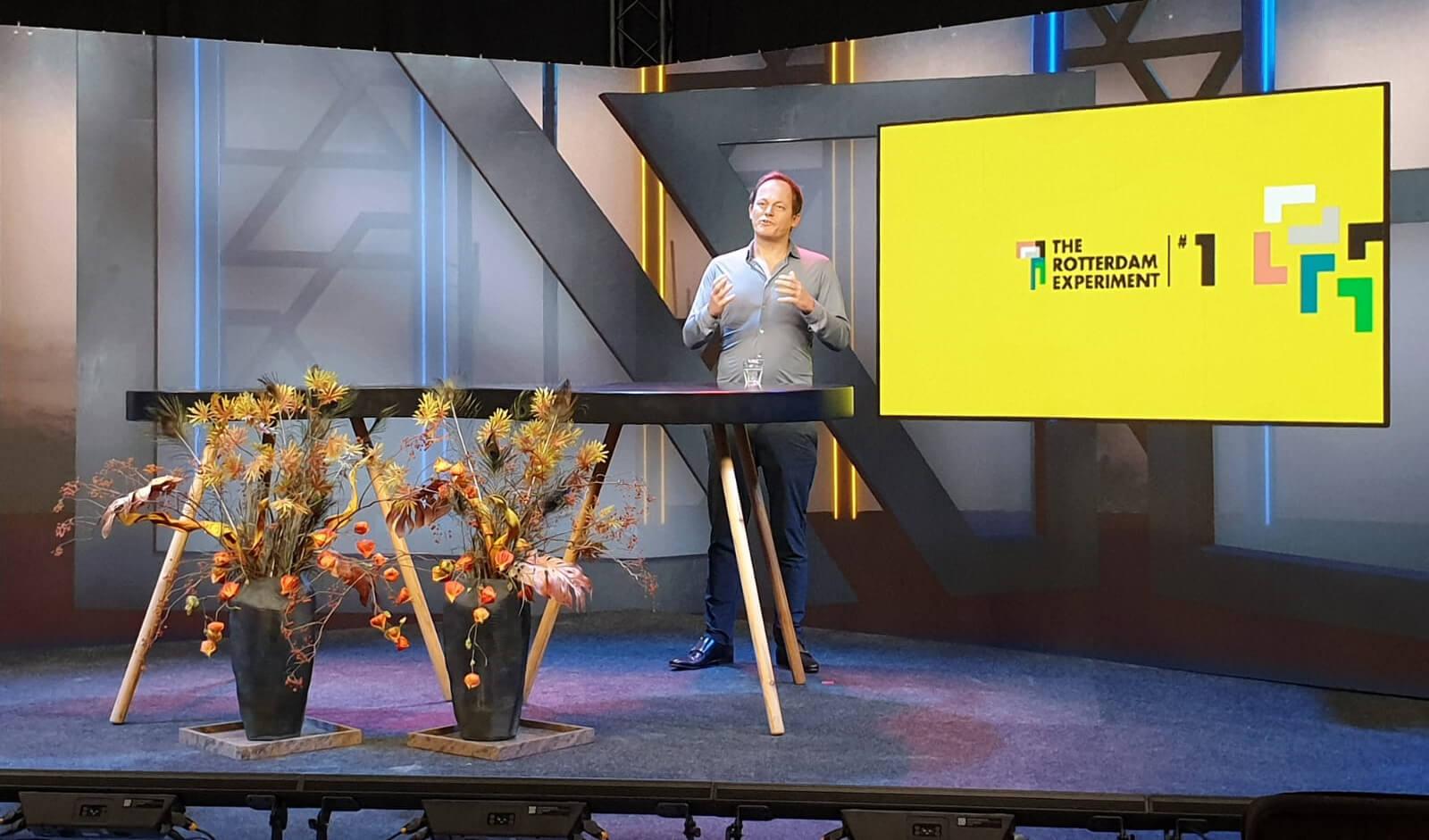 Yuri van Geest verzorgde de keynote voor het eerste experiment en zal dat bij alle evenementen van The Rotterdam Experiment doen.